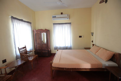 superior double room with a/c. hot and cold water, ensuite toilet and free wifi